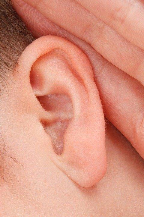 ¿Qué es un colesteatoma en el oído?