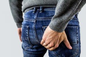 ¿Cuáles son los síntomas de las hemorroides internas?