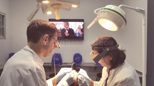 El Dr. Villodres durante una intervención - Villodres Trasplante Capilar