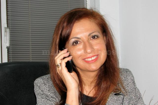 Carmen hablando por teléfono con un paciente - Carmen Torrado