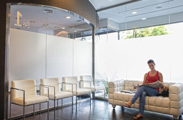 Sala de espera - Clínica Menéndez Collar