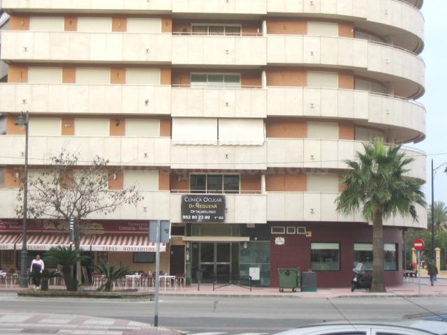 Exterior de la Clínica Ocular Dr. Requena - Oftalmólogo en Estepona - Jose María Requena Jiménez