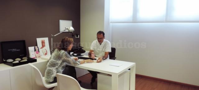En gabinete Dr. Darnell - Pere Darnell Buisán