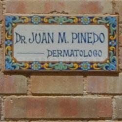 Placa - Doctor Juan Manuel Pinedo Jiménez