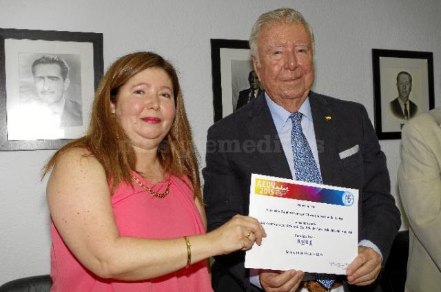 Donación de los dermatólogos andaluces a la Aecc - Dra. Carmen Suárez