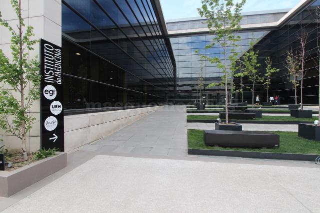 Entrada al edificio del Instituto Médico - Instituto de Medicina Egr