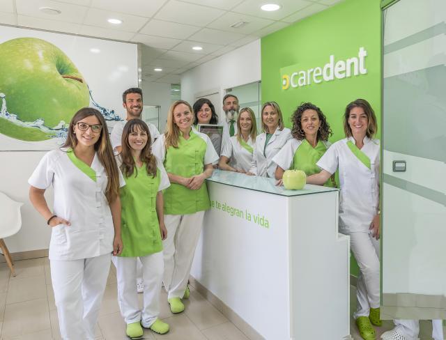 - Clínicas Dentales Caredent
