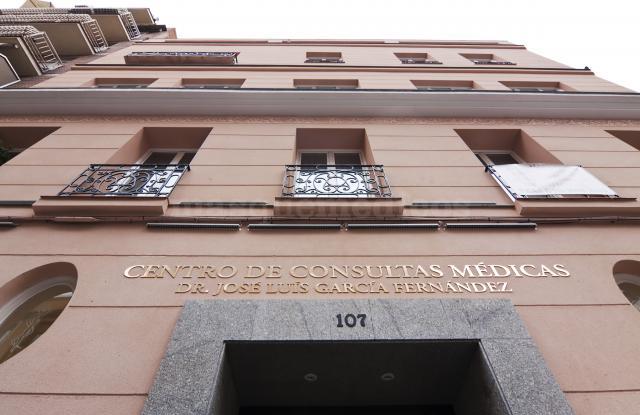Entrada del edificio - Cristina Eguren Michelena