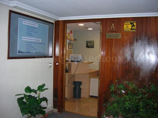 Entrada a la Consulta de Fisioterpia - Centro Clínico Betanzos 60
