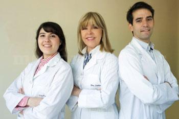 Dra. María Teresa Iradier, Dra. Laura Palmero y Dr. Jesús Fraile - Clínica Oftalmológica Iradier