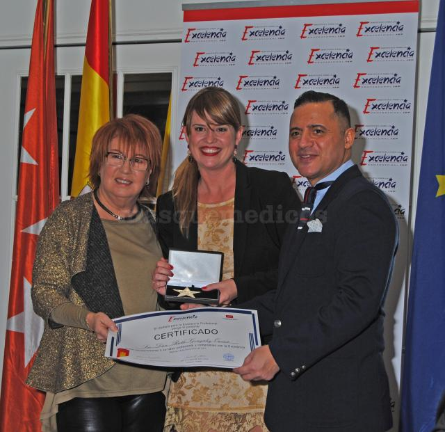 Premio como sexóloga y periodista - Ruth González Ousset