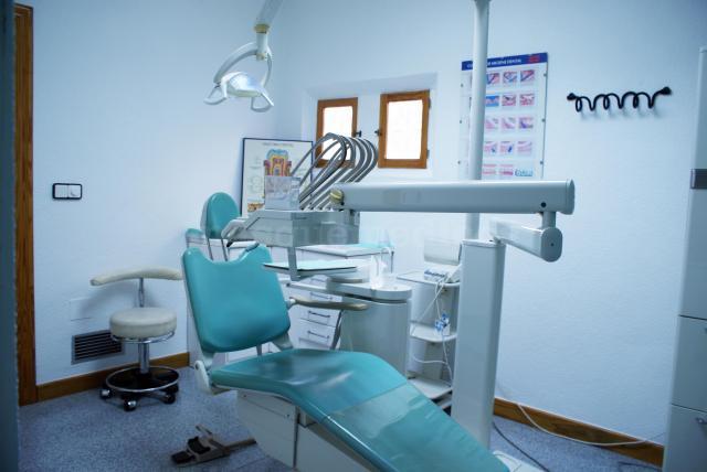 Cl nica dental vistabella dentista - Clinica dental caser ...