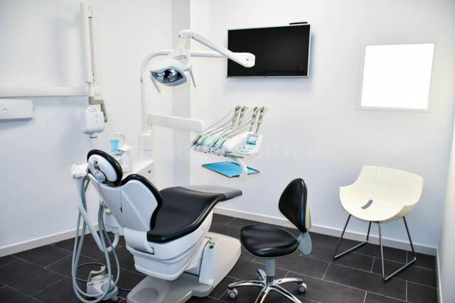 - Clínica Mallorca Dental