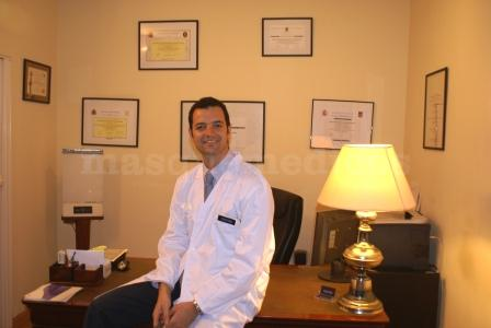 El Dr. Hernández en su despacho - Manuel Hernández Guerra de Aguilar