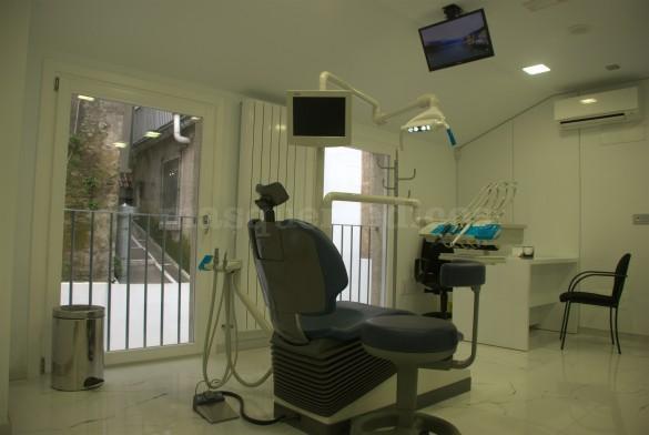 - Clínicas Innova Dental