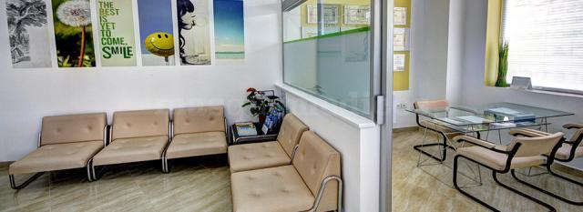 Sala de espera y despacho - Garzo Dental