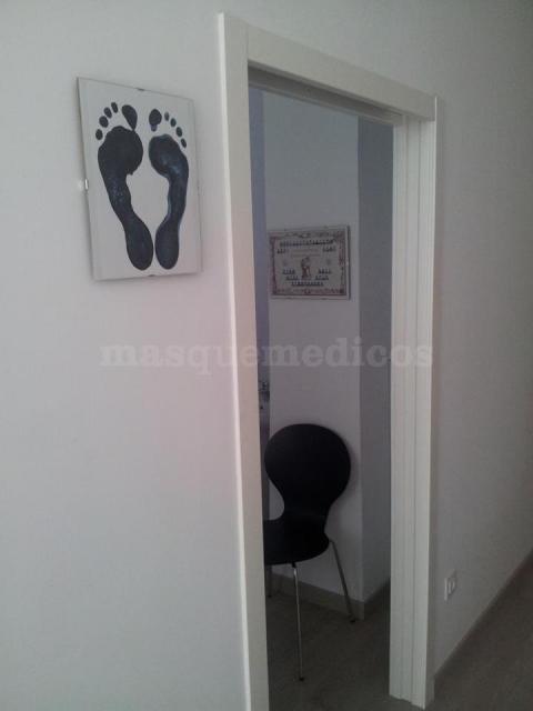 Acceso a sala de podología - Clínica Trinitat Podología y Fisioterapia