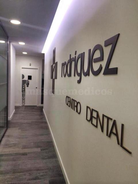 Entrada al centro - Centro Dental Rodríguez