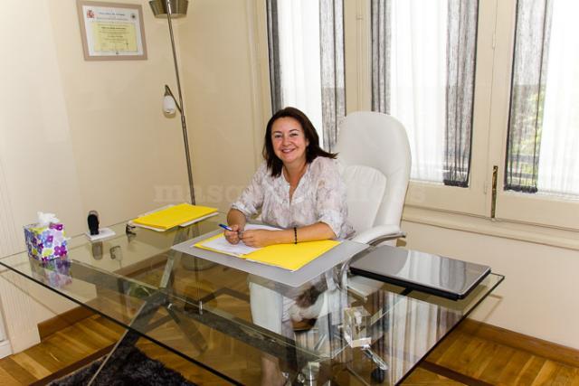 - Ana Portera Gómez