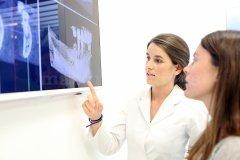 Dra. Concha Gross - Clínica Dental Caballero de Rodas